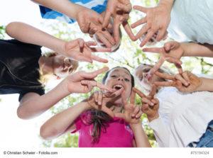 Read more about the article Die Glücksfamilie – Alleine sein tut nicht gut