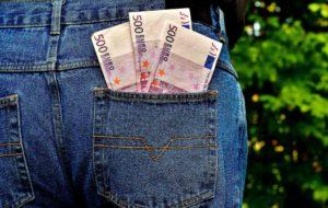 Read more about the article Freie Schulen kosten doch soviel Geld! Stimmt das wirklich? Über das Schulgeld und die versteckten Nebenkosten von Regelschulen.