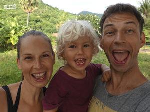 Mit Kind reisen, selbstbestimmt leben und arbeiten, davon träumen viele Menschen. Antje Thiele und ihr Mann Boris haben sich diesen Traum verwirklicht. Jetzt bieten sie mit NOOBA anderen reisenden Familien, eine Weile zusammen zu leben und zu arbeiten, und so ein Stück Heimat beim Reisen zu finden.
