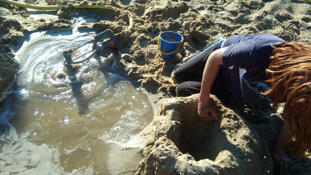 Spiel mit Wasser und Sand