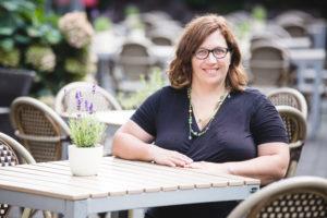 Read more about the article Interview mit Lena Busch: Von der Führungskraft zur selbstbestimmt arbeitenden Mutter und Online-Unternehmerin